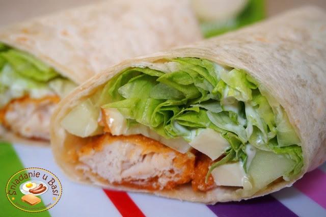 Tortilla z kurczakiem, oscypkiem, warzywami i sosem kebab-gyros