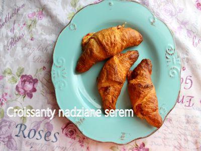 Rogaliki croissant nadziane żółtym serem
