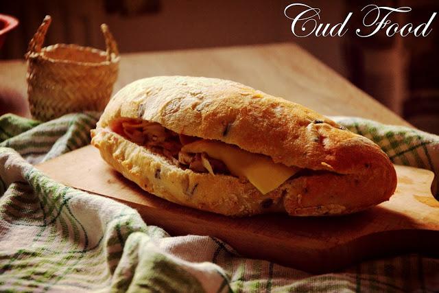 Włoska kieszonka, czyli ciabatta z pieczarkami i serem