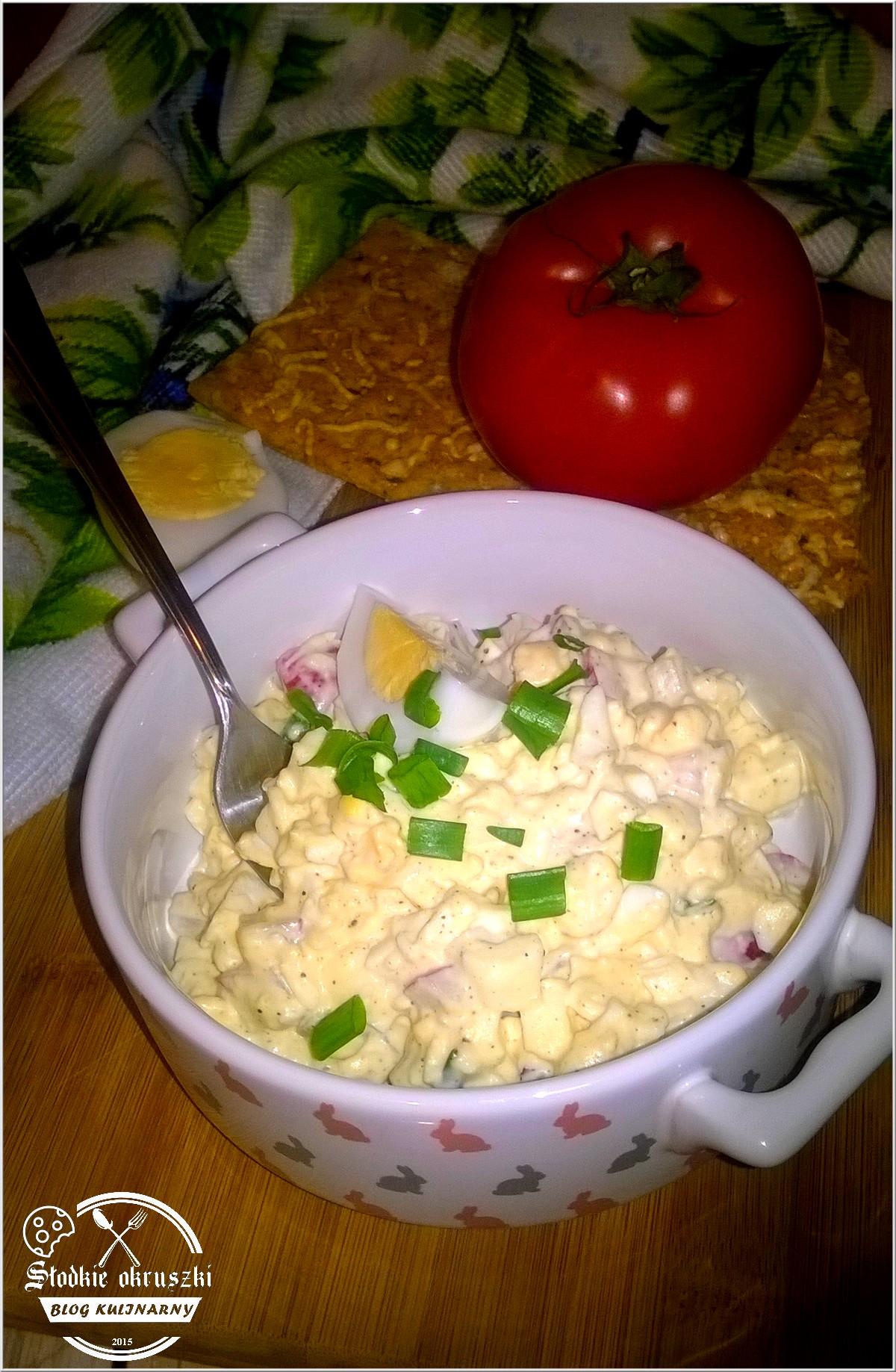 Delikatnie chrzanowa pasta kanapkowa z jajkiem i rzodkiewką
